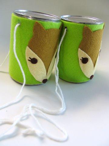 des échasses avec des boites de conserve